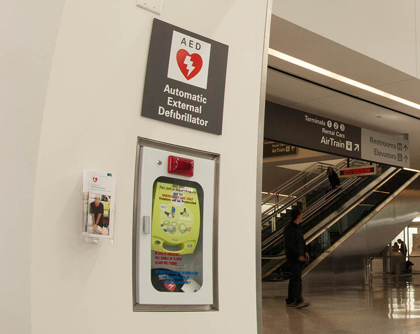 View large version of AED, Terminal 1  | 自动体外除颤器 (AED),1 号航站楼.